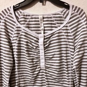 Lululemon Wte/Gray Striped LS Top Snap Up Collar 6
